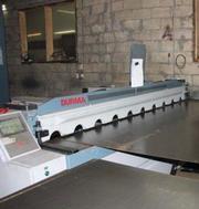 Виконуємо рубання та різку листового металу на гільйотині Выполняем ру